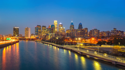 Wall Mural - Panoramic picture of Philadelphia skyline and Schuylkill river at night, PA, USA.