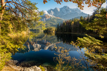 Alpine landscape with perfect sky, with the German Alps mountains reflected in the Eibsee lake on a sunny day . Majestic Autumn Scenery. Eibsee, Bavaria. Fototapete