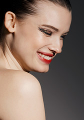 Beauty Editorial Bronze & Gold eyes - Juicy red lips profile portrait with eyes closed