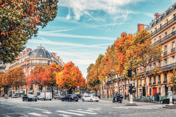 Streets of Paris, France. Blue sky, buildings and traffic. Fototapete