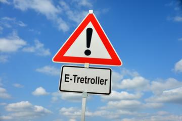 E-Tretroller, E-Scooter, Mobilität, Fahrzeug, Verkehrsschild, Achtung, Warnung, symbolisch, Elektromobilität, letzte Meile, Kleinstfahrzeug, StVZO, Versicherung, Nummernschild, Fahrerlaubnis, Sharings