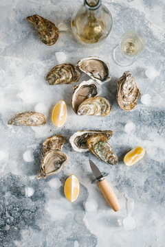 Raw oysters with lemon and champagne