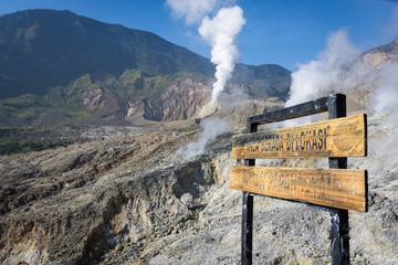 A sign written 'You are in the location of the Papandayan crater' . A landscape of rocky track on mount Papandayan that challenging for the hiker. The most active volcano on Garut. Fototapete