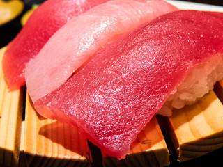 お寿司(マグロのにぎり)