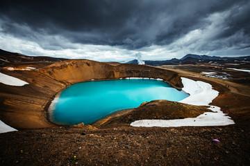 壁紙(ウォールミューラル) - Exotic view of the geothermal valley Leirhnjukur. Location Myvatn lake, Krafla, Iceland, Europe.