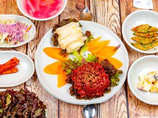육회, 생고기, 육회비빔밥, 날고기, 한국음식