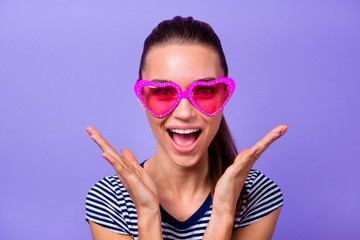 Close up photo of cute funny funky teen teenager astonished impressed incredible information discount novelty wonder scream dressed fashionable classy outfit isolated colorful violet background
