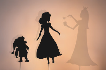 Shadow puppets of Snow White, dwarf and Evil Queen Fotomurales