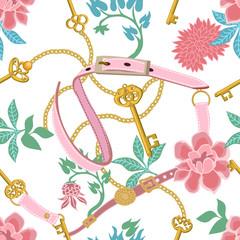 Imprimé floral tendance avec ceintures roses et chaînes dorées.