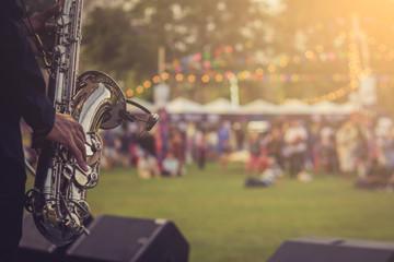 jazz musician playing outdoor concert Fotomurales