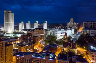 Fotomurales - Aerial view of Albany, New York downtown at dusk. Albany is the capital city of the U.S. state of New York and the county seat of Albany County