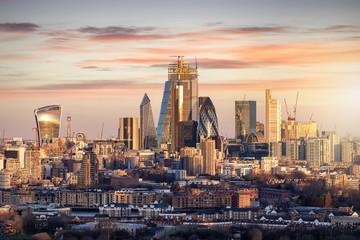 Photo sur Plexiglas Londres Die City of London, Finanzztentrum Großbritanniens, bei Sonnenaufgang