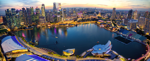 Poster de jardin Singapoure Aerial view of Singapore skyline and Marina Bay at sunset