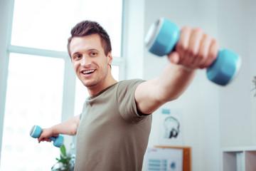 Happy young man enjoying his sports workout Fototapete
