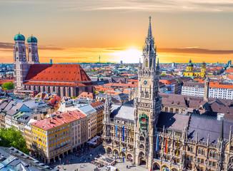 Blick auf München bei Sonnenuntergang