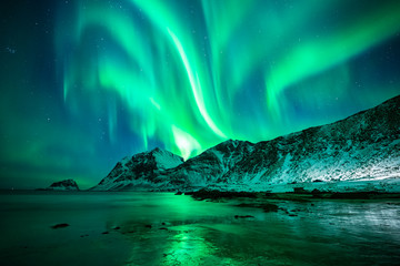 Papiers peints Aurore polaire Aurora Borealis Lofoten