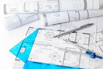 Bauplanung, Bauzeichnungen mit Stift und Zirkel