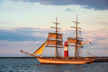 Fototapete - Segelschiff auf der Hanse Sail in Rostock