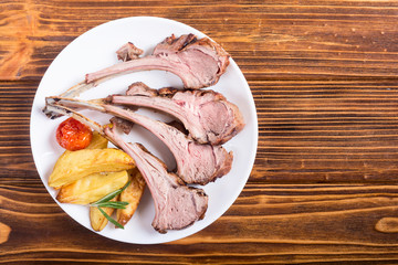 Grilled rack of lamb with potatoes