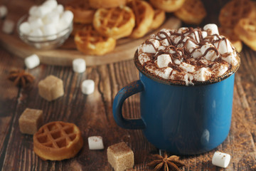 Foto auf Acrylglas Schokolade A mug with hot chocolate with marshmallow