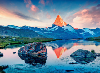 Great summer scene of the Stellisee lake. Splendid evening view of Matterhorn (Monte Cervino, Mont Cervin) in Swiss Alps, Switzerland, Europe. Beauty of nature concept background. Fototapete