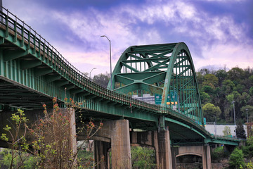 The Fort Henry Bridge spans the Ohio river and leads into Wheeling, West Virginia