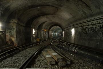 Papiers peints Tunnel Exploration of Paris metro tunnels.