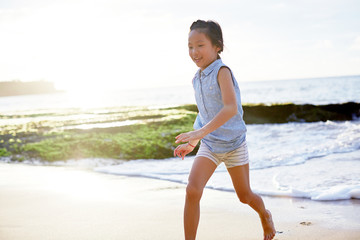 Asian little girl playing excited at the seaside_During the journey