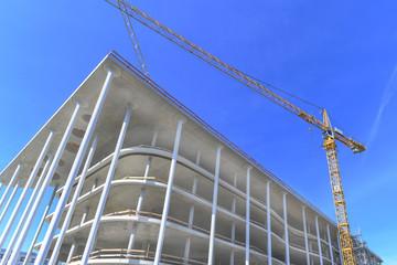 Baukran an einer Großbaustelle