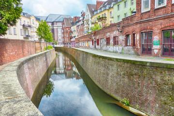 Wassergraben in der Altstadt von Düsseldorf