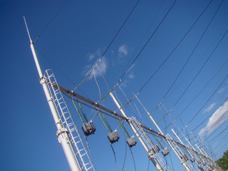 A line trap (high-frequency stopper) is a maintenance-free parallel resonant circuit. Metal constructions, high-voltage wires, glass insulators.