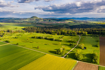 Luftaufnahme, Straße zwischen Agrarflächen und Golfplatz, Schwäbischer Wald, Baden Württemberg, Deutschland
