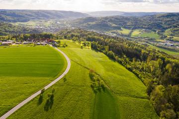 Luftaufnahme, Straße zwischen Agrarflächen, Schwäbischer Wald, Remstal, Baden Württemberg, Deutschland