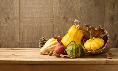 Autocollant pour porte Fleur Autumn harvest background with pumpkin and squash on wooden table.