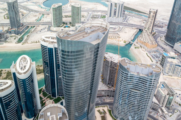Photo sur Plexiglas Abou Dabi Aerial drone shot of skyscrapers and towers in the city - Abu Dhabi Al Reem island towers