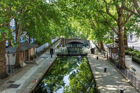 Paris, France: Lock Ecluse du temple at the Canal Saint-Martin