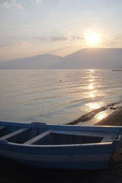 lever de soleil sur le lac Ohrid