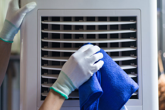Take care of electrical appliances in the house, Cleaning air conditioner, Close-up.