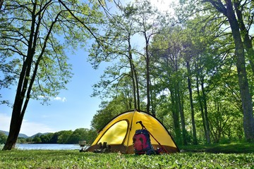 Fotobehang Kamperen 初夏・湖畔のキャンプ