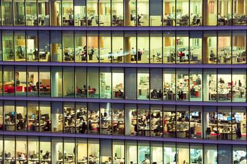 Modern office building at dusk Fototapete