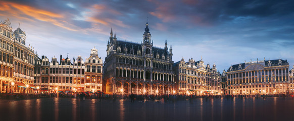 Foto op Canvas Brussel Grand Place in Brussels at night, Belgium