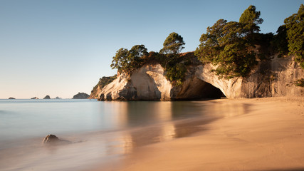 Foto auf Gartenposter Cathedral Cove Cathedral Cove at sunrise, Coromandel, North Island, New Zealand