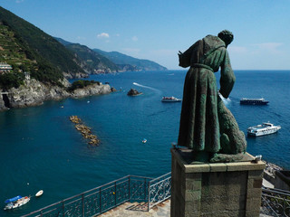 Tuinposter Liguria statue of saint with dog