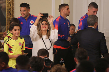 Colombia's first lady Maria Juliana Ruiz takes a picture with her cell phone to national soccer team, during a ceremony at the Presidential Palace, in Bogota
