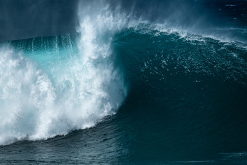 Wall Mural - Powerfull wave of the Banzai Pipeline surf spot located on the North Shore of Oahu, Hawaii