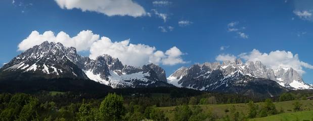 Panorama des wilden Kaisergebirges in Österreich