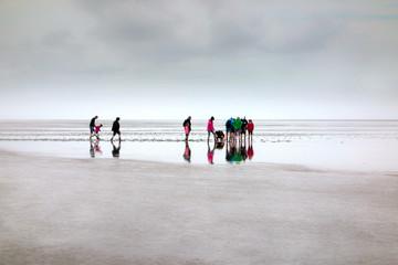 Photo sur Plexiglas La Mer du Nord Wanderung im Weltnaturerbe Wattenmeer an der Nordsee, Deutschland