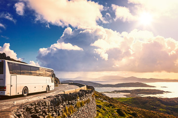 Tourist bus traveling Fototapete