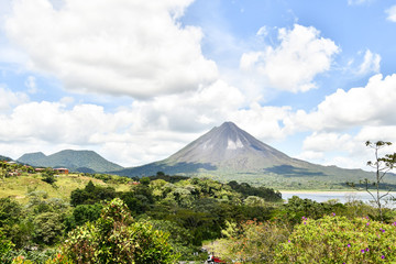 Arenal Volcano lake park in Costa rica central america Fototapete