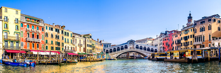 Foto op Canvas Venice rialto bridge in venice - italy